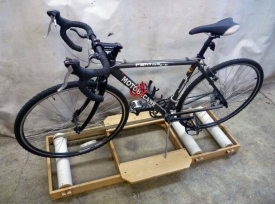 Велосипед на ездовой дорожке