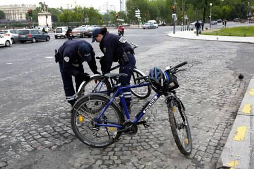 полиция изымает велосипеды