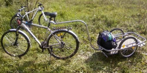 велосипед с прикреплённой тачкой