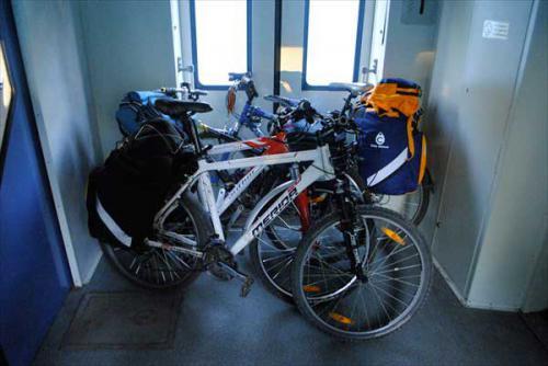 велосипед в тамбуре