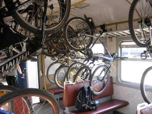 крепление нескольких велосипедов в электричке