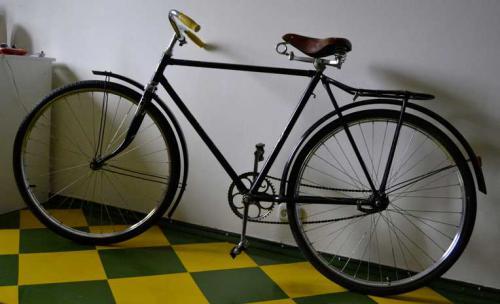 велосипед со стальной рамой