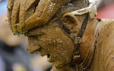 велосипедист в грязи