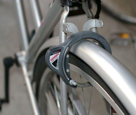 «Наручники» для колес