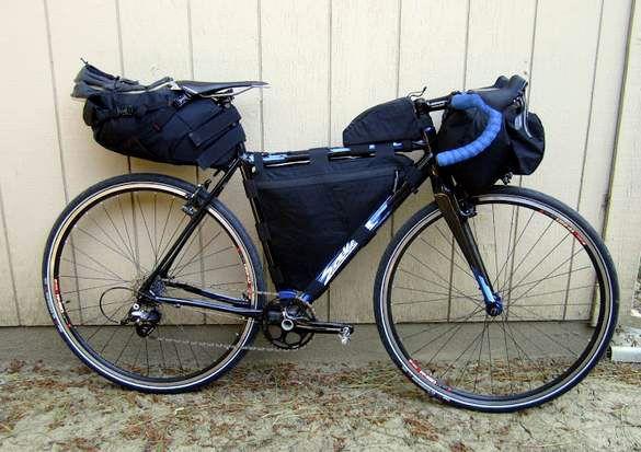байк, оборудованный сумками