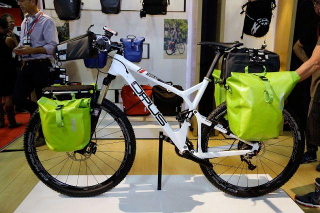 велобагажники, оснащённые сумками