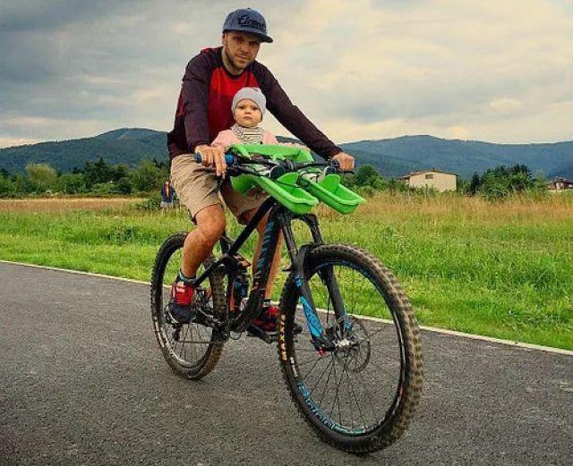 Детское кресло на раму велосипеда