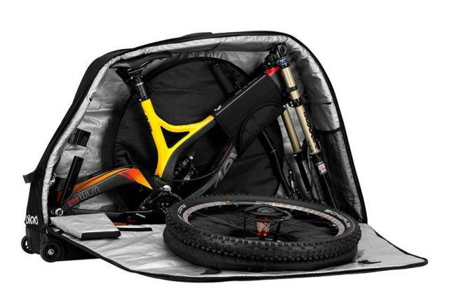 Мягкий чемодан Biknd jetpack