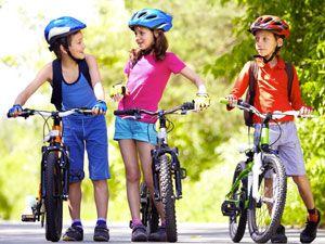 подростки на велосипедах