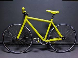 велосипед, покрашенный баллончиком