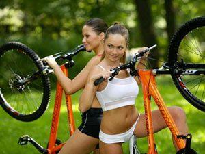 девушки с велосипедами