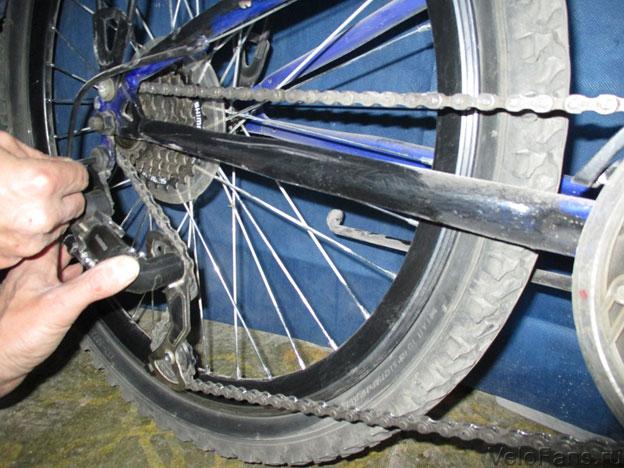 Цепь велосипеда ставим на