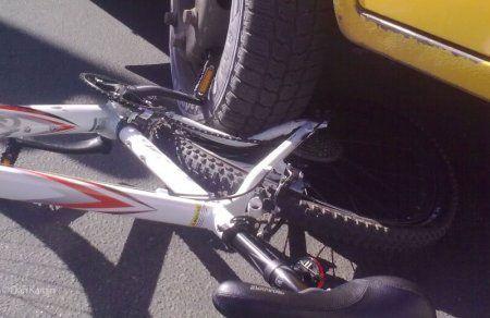 велосипед попал под машину