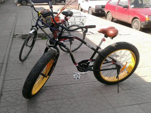 обычный велосипед и фэтбайк