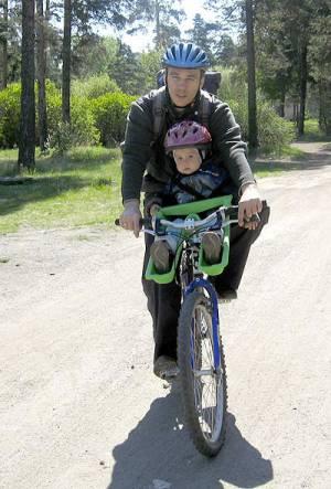 папа и сын на велопрогулке