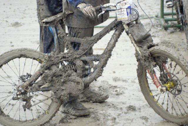 байк в грязи