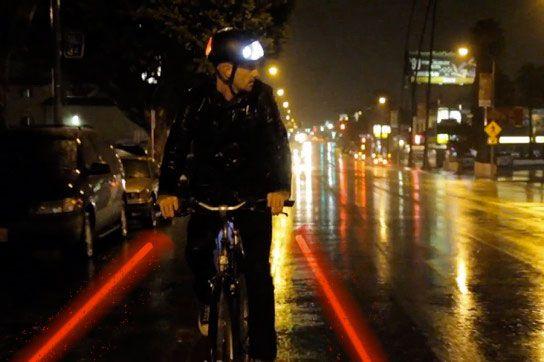 осветительный фонарь на велошлеме