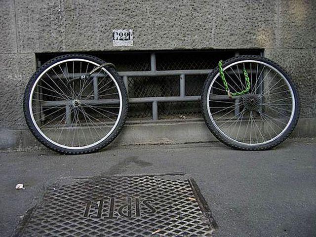 Велосипеды украли, остались колёса