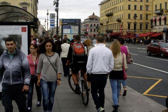 велосипедист на тротуаре