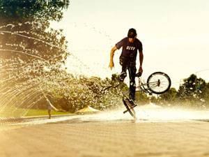 трюк на велосипеде