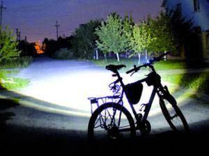 велосипед з включеним ліхтарем