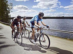 спортсмены-велосипедисты